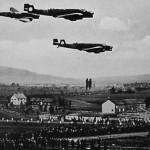 Bombenflugzeuge über dem »Bückedorf«